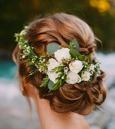 Loving the flowers against this hair color!  GO TO: www.eva-darling.com  INSTAGRAM: @eva_phan