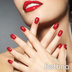 """Comienza la semana con la fuerza del rojo en tus uñas.#Bettina Nail Enamel en color """"Red""""... ¡Un color que nunca pasa de moda!"""