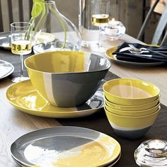 Dinnerware Collections and Dish Sets Yellow Dinnerware, Dinnerware Sets, Grey Dinner Plates, Vase Deco, Yellow Plates, Yellow Home Decor, Dining Ware, Everyday Dishes, Kitchen Dishes