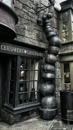 365 Days of Halloween: Photo Images Harry Potter, Décoration Harry Potter, Mundo Harry Potter, Harry Potter Universal, Horror Movie Posters, Scorpius And Rose, Wallpaper Harry Potter, Slytherin Aesthetic, Diagon Alley