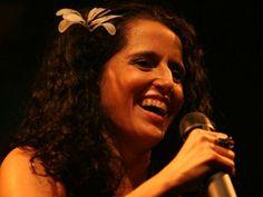 """No dia  21 de outubro, às 12h30, a cantora participa de conversa com o empresário Amyr Klink pelo evento """"Butantã Music"""". Após o bate-papo, ocorre um pocket show que também tem entrada Catraca Livre."""