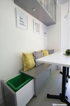 Banquette tiroir recyclage sur le côté dans ma cuisine / Bench with an integrated drawer to put my recycling bag - custom made for my kitchen in the same colors as the IKEA bodbyn cabinets