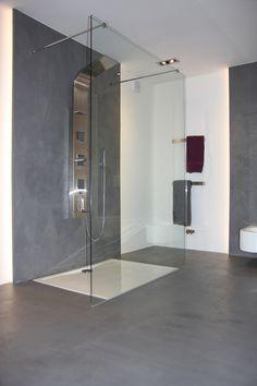 moderne badfliesen mosaik an der badewanne, narutstein optik am ... - Moderne Badfliesen