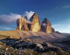The Tre Cime Circuit / Italy It's the poster-image of the Dolomites: the three battlemented peaks of Lavaredo. A fairly easy-going route (4–5 hours) completes a circuit of the main attraction, along paths set into the dry screes. afterwards, you can descend southwest along the path to the flower-strewn alpine meadows of Forcella Arghena. Here, at what was once the border between Italy and Austria are the remains of World War I trenches – and emerge at Lake Misurina.