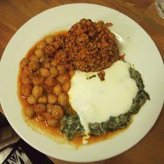 Dinner at Helvetia in Beyoğlu on my plate chickpeas, bulgur and chard with yoghurt #dinner #veggie #veggies #vegetarian #homemadefood #Turkishfood #vejetaryan #food #foodlover #vegangirl #istanbul #Turkey #restaurant #visit #traveling #foodblog #onthetable #chickpeas #bulgur #chard #yoghurt #delicious #helvetia