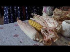 (2) Плетение из талаша. Мастер-класс Татьяны Ткаченко - YouTube American Corn, Native American, Handmade Design, Handmade Crafts, Corn Husk Crafts, Corn Husk Dolls, Teneriffe, Floral Arrangements, Projects To Try