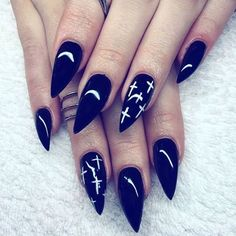 ♥ Some serious #nailspo right here! So goddam glossy and beautiful right witches? ♥