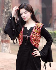 Someone sought for: shrugs for clothes! Finthousands of handmade, old-fashioned, and one-of-a-kind merchandise. Pakistani Fashion Casual, Pakistani Dresses Casual, Pakistani Dress Design, Indian Fashion, Stylish Dresses, Simple Dresses, Casual Dresses, Fashion Dresses, Kurti Designs Party Wear