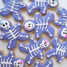 Simple Skeleton Gals from a Gingerbread Cutter by makemecake #Cookies #Halloween #Skeleton