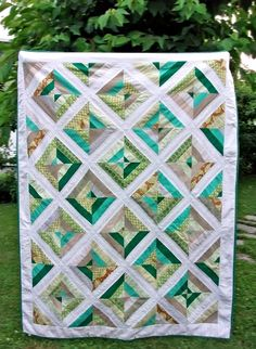 green quilt .... nice pattern .... but maybe in greys and teals for my bedroom