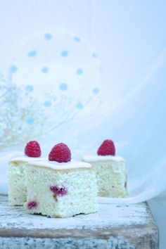 Food Cake Quotes Baking Formkake Kake Cooking Delicious Berries Raspberries Interiordesign Klisjéhjemmet www.no Cake Quotes, Cake Recipes, Raspberry, Berries, Cheesecake, Candy, Baking, Desserts, Food