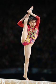 Amazing Gymnastics, Gymnastics Photography, Gymnastics Pictures, Sport Gymnastics, Artistic Gymnastics, Rhythmic Gymnastics, Katharina Witt, Philadelphia Eagles Cheerleaders, Female Gymnast