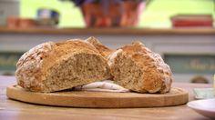 Soda Bread Recipe Try this recipe for Soda Bread from PBS Food. British Baking Show Recipes, British Bake Off Recipes, Great British Bake Off, Recipe For Soda Bread, Bread Recipes, Fun Recipes, Paul Hollywood Soda Bread, Sandwiches, Pretzels