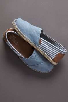 These TOMS Classics in a blend of chambray and stripes are about as feel-good as a shoe can get. Wear them on a casual outing with friends or on days that call for a style boost.