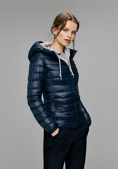 Discover our down collection for women, including Ultra Light Down, Hybrid Down, Seamless Down and more for the cold season. Uniqlo Outfit, Western Outfits, Jacket Style, Vest Jacket, Winter Wear, Autumn Winter Fashion, Nylons, Winter Stil, Vest Outfits