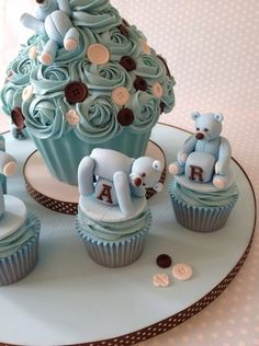 Baby Blue Giant Cupcake & matching cupcakes for Oscar's Birthday All bears & toys were hand modeled and edible Cupcake Torte, Big Cupcake, Giant Cupcake Cakes, Bear Cupcakes, Yummy Cupcakes, Cupcake Cookies, Mini Cakes, Fancy Cakes, Cute Cakes