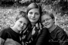 Sibling pose, 3 siblings posing idea    Family and children photographer in Canton, GA  Memories Boutique Photography  www.memoriesboutiquephotography.com