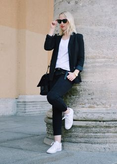 ***Classic Black & White-Look*** Jeans - Fashion5 // Blazer - Mango // Sneaker - Nike // Bag - Parfois // Glasses - Fossil // Belt - ZARA