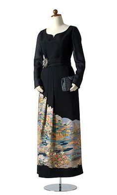 I like the seam hidden in the pleat Kimono Fabric, Kimono Dress, Dress Skirt, Rent Dresses, Dresses For Work, Japanese Kimono, Kimono Fashion, Outerwear Women, Refashion