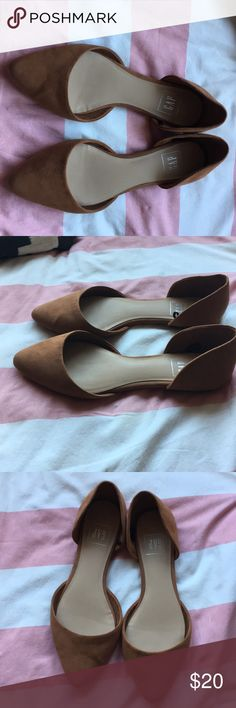 Gap camel pointy toe flats size 7.5 A re-posh because they were unfortunately too big for me. Super cute and in very good condition. Relisting for the same price I paid GAP Shoes Flats & Loafers