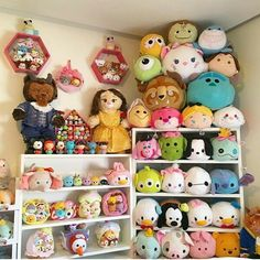 a beautiful tsum tsum display idea disney pinterest rangement peluche rangement et. Black Bedroom Furniture Sets. Home Design Ideas
