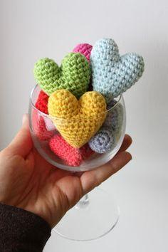 Amigurumi creations by HappyAmigurumi: Preparations for Valentine´s Day: Crochet Heart, Free Amigurumi Pattern - Toast to LOVE!