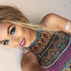 Oh my! Sooo stunning! Colourful blue hippie eye make up. Team with a bright top for the ultimate hippie bohemian festival make up