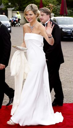 Голландская королева так совершенно по фантастическому это белая мечта платье на гала-концерте в мае 2014 года.