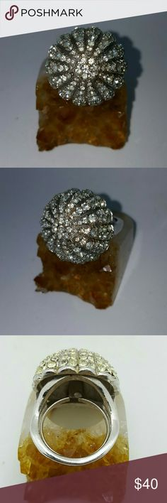 Vintage Sea Urchin sparkly crystal ring Vintage Sea Urchin sparkly crystal ring prettier and sparky in person. Old from 1950's 1 crystal has been missing for a long ass time Vintage Jewelry Rings