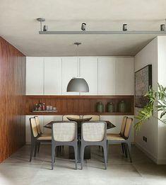 Sala de jantar l Destaque para o pendente e cadeiras de telinha cinza, que ficaram sensacionais! Projeto @quattrino_arquitetura. @marianaorsifotografia. . #saladejantar #dinningroom #architectureporn #luxurydesign #luxuryhomes #designer #chic #decor #decoration #designdeinteriores #foto #picooftheday #bloggers #homedecor #show #oliolilifestyle #meinspireinofabiarquiteta #blogfabiarquiteta #fabiarquiteta - posted by Fabi Vilela https://www.instagram.com/fabiarquiteta - See more Luxury Real…