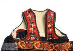Livstakk - Norsk Institutt for Bunad og Folkedrakt / DigitaltMuseum Folk Costume, Costumes, Antique Photos, Traditional Dresses, Postcards, How To Wear, Bags, Clothes, Fashion