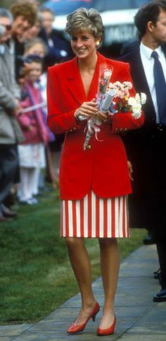 Princess Diana in Banbury, Oxfordshire, in Princess Diana Images, Princess Diana Fashion, Real Princess, Princess Of Wales, Kate Middleton, Lady Diana Spencer, Queen Of Hearts, Queen Elizabeth, Glamour