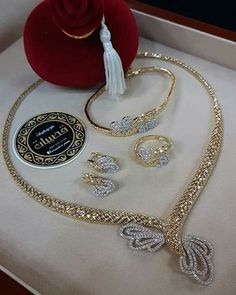 FashionVibes Jewelry Stylish American Diamond Necklace Set with Matching Earrings Jewelry Sets, Fine Jewelry, Diamond Necklace Set, Golden Jewelry, Trendy Necklaces, Schmuck Design, Jewelry Patterns, Necklace Designs, Luxury Jewelry