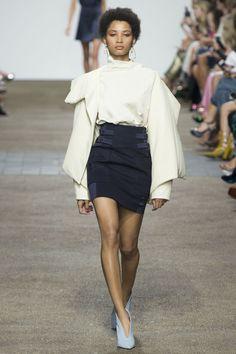 Topshop Unique Spring 2017 Ready-to-Wear Fashion Show - Lineisy Montero Big Fashion, Runway Fashion, Fashion News, Fashion Models, Fashion Show, London Fashion, Fashion Design, Fashion Trends, Spring Fashion 2017