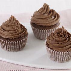 Τα κλασικά μικρά κέικ με σοκολάτα είναι μία συνταγή που ξετρελαίνει μικρούς και μεγάλους. Δοκιμάστε την! Cupcake Thermomix, Dessert Thermomix, Muffins, Party Sweets, Cake Recipes, Sugar, Baking, Breakfast, Desserts