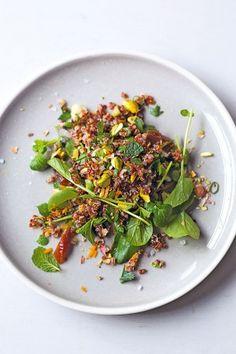 Quinoa salad with pistachios and dates