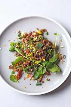 Quinoa salad with pistachios and dates