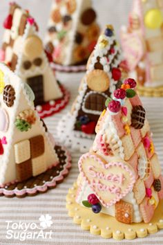 Sugar craft. Good idea for Xmas gingerbread house