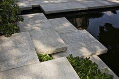 Terrassentuin met Zwemvijver : Moderne tuinen van Jaap Sterk Hoveniers