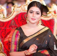 Shamna Kasim Beautiful HD Photoshoot Stills & Mobile Wallpapers HD Hd Wallpapers For Mobile, Mobile Wallpaper, Shamna Kasim, Top Celebrities, South Indian Actress, Photo Wallpaper, India Beauty, Hd 1080p, Hd Photos