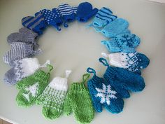 Mini Mittens- find some kids' mittens at the dollar store and i actually like this idea for a winter wreath. Why not stuff them with something scented for the holidays? Christmas Projects, Holiday Crafts, Holiday Fun, Xmas Wreaths, Christmas Decorations, Winter Wreaths, Door Wreaths, Winter Fun, Winter Christmas