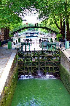 Paris les écluses du Canal Saint-Martin 11 l'écluse supérieure est fermée