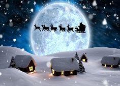 Świąteczno-zimowy krajobraz z Mikołajem i reniferami w blasku księżyca