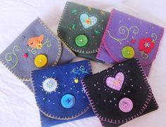 Ideas for glasses cases (felt) Felt Crafts Diy, Felt Diy, Sewing Crafts, Sewing Projects, Felt Case, Felt Pouch, Christmas Sewing, Felt Christmas, Felt Keyring