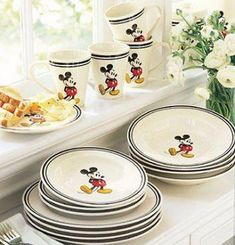 Blue and cream color Mickey Mouse dishes Cozinha Do Mickey Mouse, Mickey Mouse House, Mickey Mouse Kitchen, Minnie Mouse, Disney Kitchen Decor, Disney Home Decor, Kitchen Themes, Casa Disney, Disney Rooms