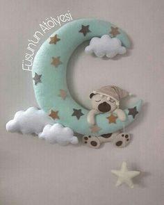Ayıcıklı keçe kapısüsü,handmade,  felt, feltro Baby Shower Crafts, Baby Crafts, Felt Crafts, Diy And Crafts, Felt Wreath, Felt Garland, Felt Ornaments, Felt Kids, Felt Baby