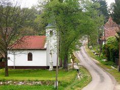 1988-ra majdnem kihalt ez a világtól elzárt, Borsod megyei falu, amely közigazgatásilag nem önálló település – a közeli Abaújlakhoz tartozik és a Cserehát egyik völgyében fekszik.