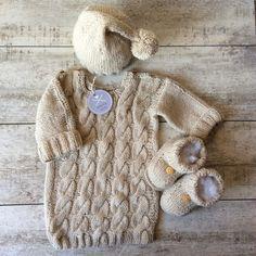 Sweterek-tunika, czapeczka i buciki do sesji foto - WoollyWay - Komplety dla niemowląt