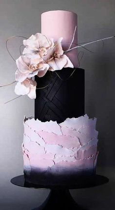 The new wedding cakes of this year are breathtaking! From sculptural to simple, here are the 14 latest, unique wedding cake trends for 2019. #cakes #weddingcake #weddingcakes #cake #bridal #weddings #weddingplanning #weddingdecor #cakedesigns #designercakes #caketrends