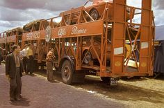 For the 1953 Le Mans race Alfa Romeo used their own Autotransporter for their cars. Le Mans, Vintage Racing, Vintage Cars, Ferrari, Automobile, Classic Race Cars, Car Carrier, Alfa Romeo Cars, Sports Car Racing